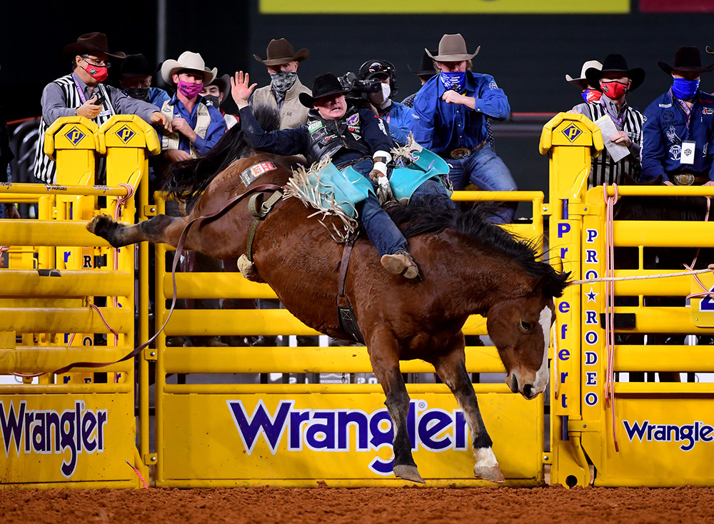 Tanner Aus rides Sankey's Irish Eyes for 83.5 points to finish in a tie for third place in Wednesday's seventh round of the National Finals Rodeo. (PHOTO BY JAMES PHIFER)