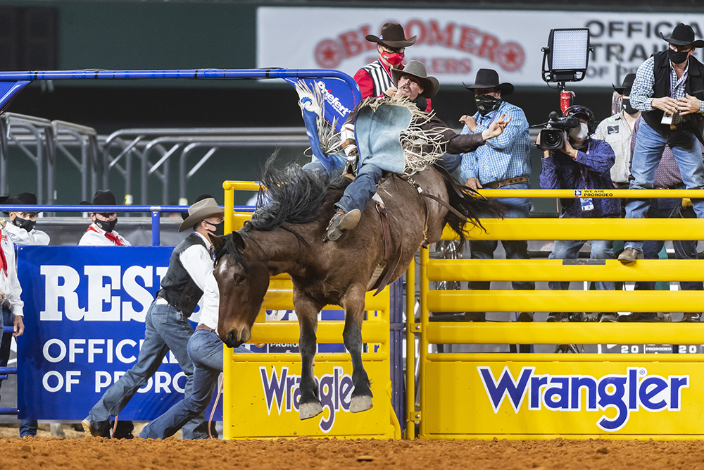 Orin Larsen rides Cervi's Ain't No Angel for 86 points to place fourth in Tuesday's sixth round of the National Finals Rodeo. (PHOTO BY JAMES PHIFER)