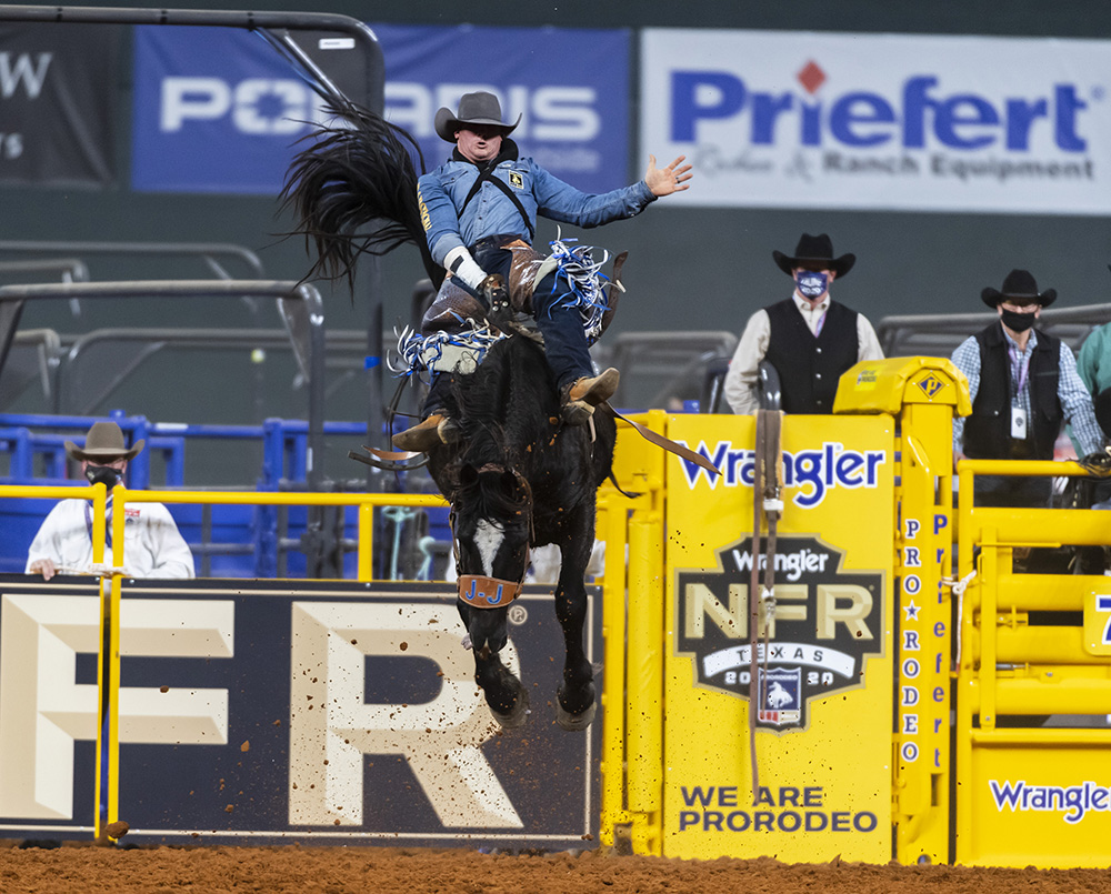 Chad Rutherford rides J Bar J's Yum Bugs for 85.5 point to place in Tuesday's sixth round of the National Finals Rodeo. (PHOTO BY JAMES PHIFER)